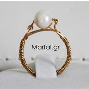 Δαχτυλίδι μονόπετρο με λευκό μαργαριτάρι και επιχρυσωμένο ασήμι