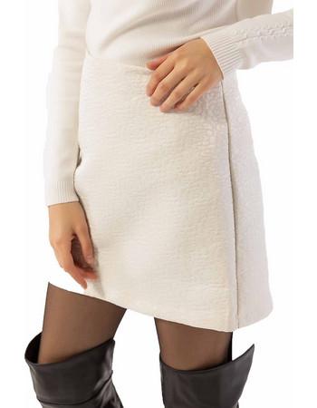 Μονόχρωμη κοντή φούστα σε άλφα γραμμή με ανάγλυφα λουλούδια - Λευκό 76824645c45