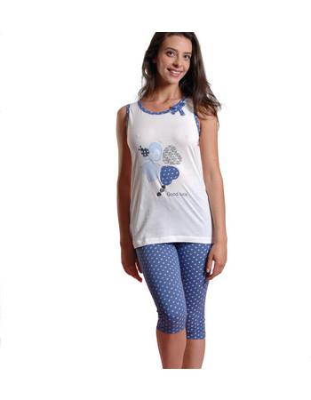 Ogham γυναικεία καλοκαιρινή πυτζάμα άσπρη αμάνικη μπλούζα με καρδιές και  μπλε εμπριμέ κάπρι 6511 f334fa0a47c