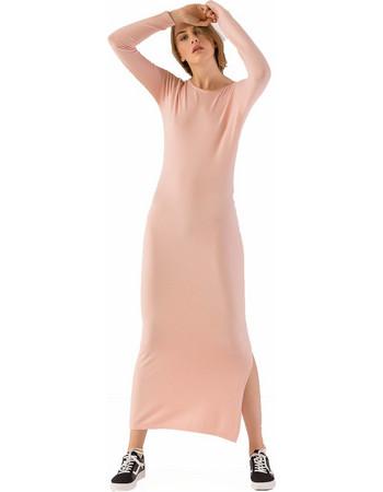 aae239789894 Μακρύ πλεκτό εφαρμοστό φόρεμα με σκίσιμο στο πλάι - Ροζ